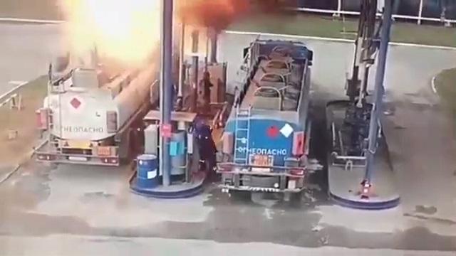 [動画1:33] ガソリンスタンド大爆発、事故の瞬間の映像が公開される