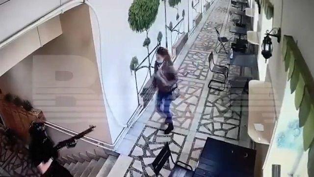 [動画1:46] ロシアの大学で銃乱射、犯人と鉢合わせた人たちが次々に・・・