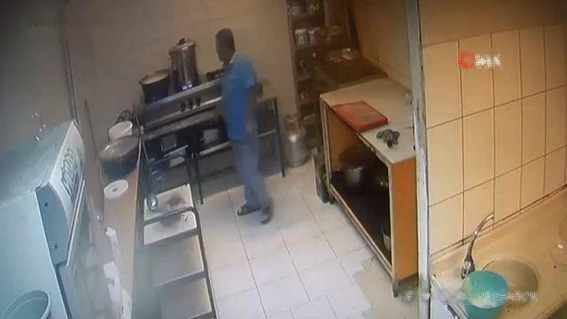 [動画0:37] 圧力鍋が爆発、厨房が破壊される